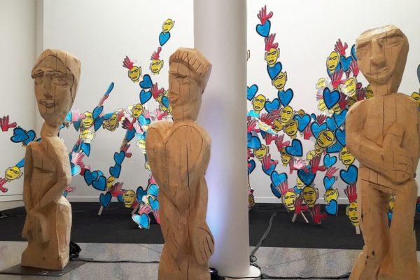 Interaktive Holzskulpturen für Herz, Kopf und Hand